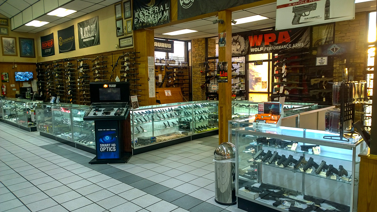 Smoky Mountain Knife Works operates a Web site and retail showroom in Sevierville, Tenn. The company sells a variety of knives, camping accessories, lighters, flashlights and other products manufactured by third-party brands.8/10(89).